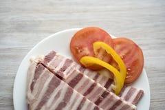 Carne grassa del soffio affettata Con il pomodoro ed il pepe Fotografia Stock Libera da Diritti