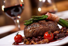 Carne grelhada com tomate Foto de Stock Royalty Free