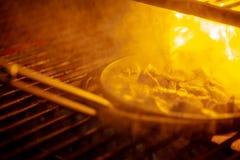 Carne grelhada da carne e de carne de porco na frigideira Fotos de Stock