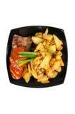 Carne grelhada e batatas fritadas em uma placa Imagem de Stock Royalty Free