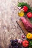 Carne grezza con la verdura fresca Immagini Stock