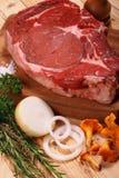 Carne, manzo grezzo. Fotografia Stock Libera da Diritti