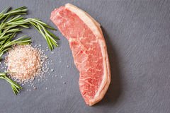 Carne marmorizzata con le erbe Fotografia Stock Libera da Diritti