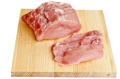 Carne - porco su un bordo di taglio Immagini Stock Libere da Diritti