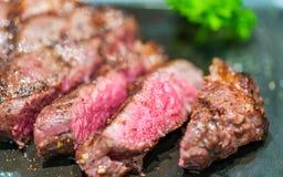 Carne rara média grelhada saboroso imagem de stock royalty free