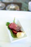 Carne rara que prova a parcela de alimento Foto de Stock Royalty Free