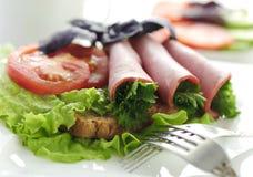 Carne rolada com vegetais e verdes Imagem de Stock