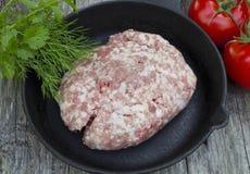 Carne rossa sulla pentola fotografia stock libera da diritti