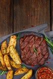 Carne sem gordura saudável bife meio-raro grelhado Fotos de Stock Royalty Free