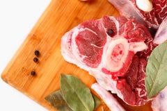 Carne sin procesar con las especias Fotografía de archivo