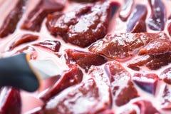 Carne sin procesar en la salsa Imagen de archivo
