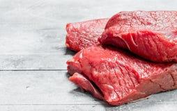 Carne sin procesar pedazos de carne de vaca imágenes de archivo libres de regalías