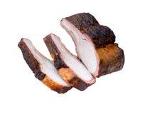 Carne succosa arrostita Fette arrostite della carne di maiale isolate su bianco fotografia stock