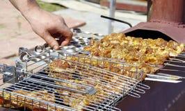 Carne suina che è cucinata sul fuoco aperto Fotografia Stock Libera da Diritti