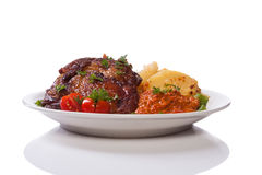 Carne suina con le patate ed il condimento ajvar Fotografie Stock