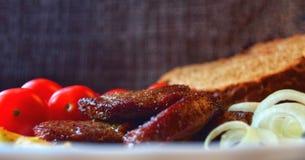 Carne suina fritta per la fine del pranzo su fotografie stock