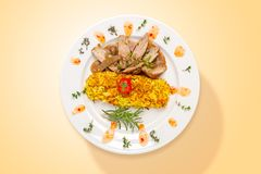 Carne temperada com cogumelos e batatas Vista superior imagens de stock
