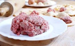 Carne tritata - preparazione del pelmeni Fotografia Stock Libera da Diritti