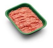 Carne triturada crua em uma bandeja verde no fundo branco Fotos de Stock Royalty Free