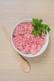 Carne triturada em uma bacia Imagem de Stock Royalty Free