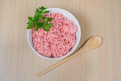 Carne triturada em uma bacia Fotografia de Stock
