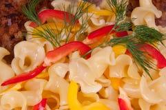Carne y pastas asadas a la parilla Foto de archivo