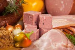 Carne y salchichas fumadas Fotografía de archivo libre de regalías