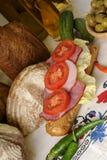 Carne y tomates rebanados Fotos de archivo libres de regalías