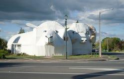 Carneiros bem-vindos enormes que constroem em Tirau, Nova Zelândia Foto de Stock
