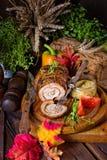 Carnes asadas rodantes fullly con frutos secos y tocino Imagen de archivo libre de regalías