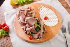 Carnes finas com ervas e molho Fotografia de Stock