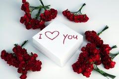 Carnet avec l'inscription de marqueur je t'aime et les roses Photos libres de droits