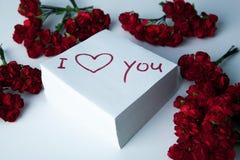 Carnet avec l'inscription de marqueur je t'aime et les roses Photo libre de droits