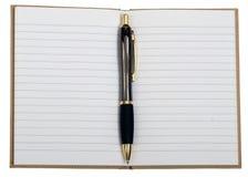 Carnet avec le stylo au milieu Photos stock