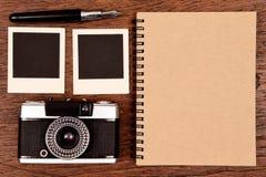 Carnet avec le stylo, les cadres de photo et l'appareil-photo Image libre de droits