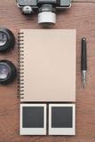 Carnet avec le stylo, les cadres de photo et l'appareil-photo Photo libre de droits
