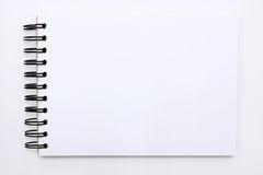 Carnet blanc d'isolement sur le fond blanc Photo libre de droits