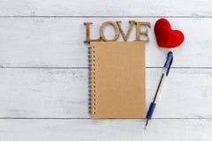 Carnet en bois d'amour et de front Photographie stock libre de droits