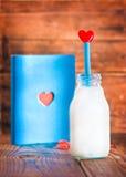 Carnet et bouteille de lait avec le coeur Photo stock