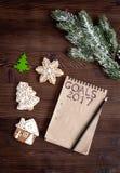 Carnet et buts pour la vue supérieure de fond en bois de nouvelle année Photo libre de droits