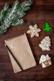 Carnet et buts pour la vue supérieure de fond en bois de nouvelle année Image libre de droits