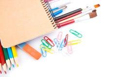 Carnet et crayons Images libres de droits
