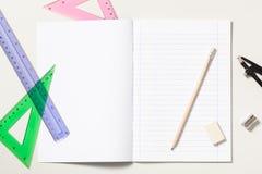 Carnet et fournitures scolaires Photographie stock libre de droits