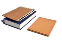 Carnet et livre sur un fond blanc photo stock