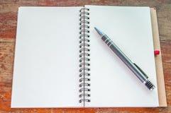 Carnet et stylo images libres de droits