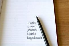 Carnet et stylo sur la table en bois Image libre de droits