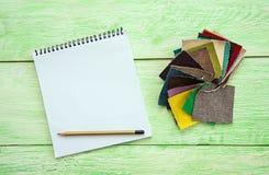 Carnet et tissu coloré Images libres de droits