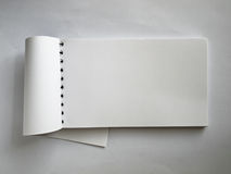 Carnet horizontal blanc ouvert Photographie stock