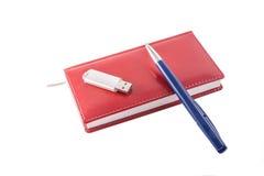 Carnet rouge avec le stylo Image libre de droits