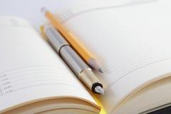 Carnet, stylo avec le crayon Images libres de droits